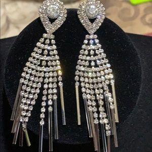 🎄holiday bling dangle earrings new